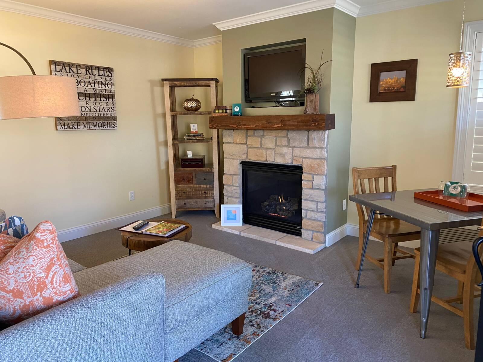Oxford Cottage Living & Dining Area